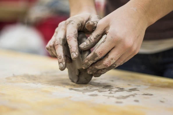 artist-working-in-clay